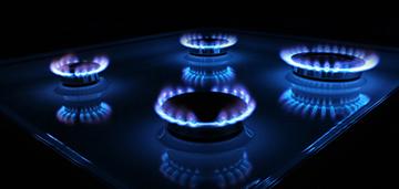 Почему в газовой плите не зажигается горелка и как исправить